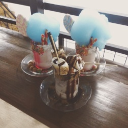 BONFIRE with the CAROUSEL is made of strawberry, chocnut, white chocolate ganache, sprinkles, marshmallow pop, ice gems and peppermint cotton candy